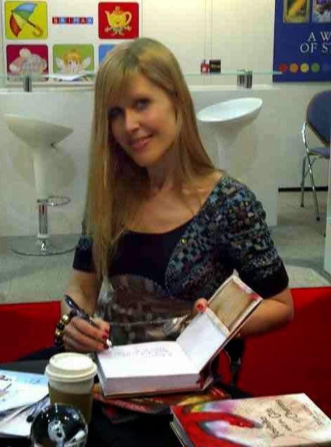 Julia Suzuki author
